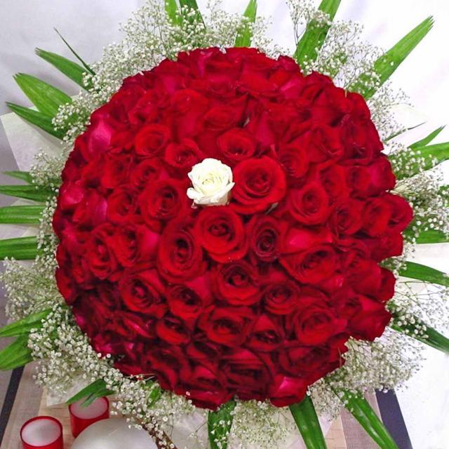 Roses White Center